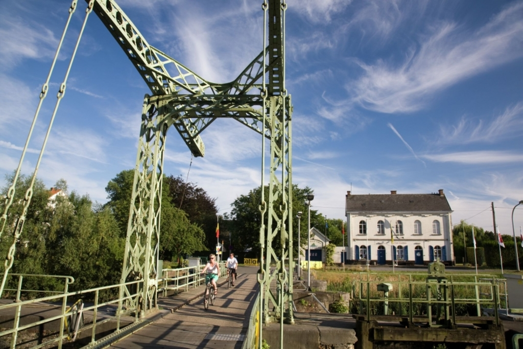 Riverside of the Leie (Deinze), typical bridge, walking and cycling paradise
