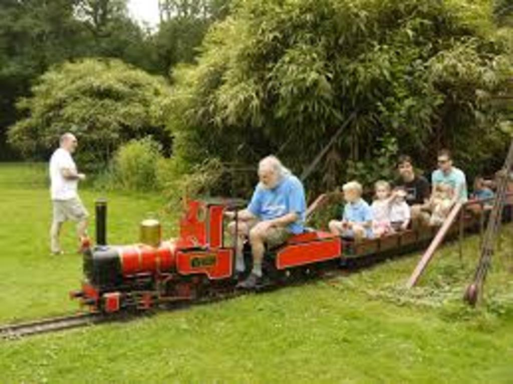 Take a ride on the mini trains in the Stadspark in Turnhout!