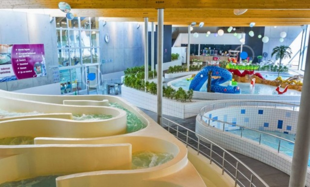 In- and outdoor swimming pool with slides, kids bath... 20 minutes drive