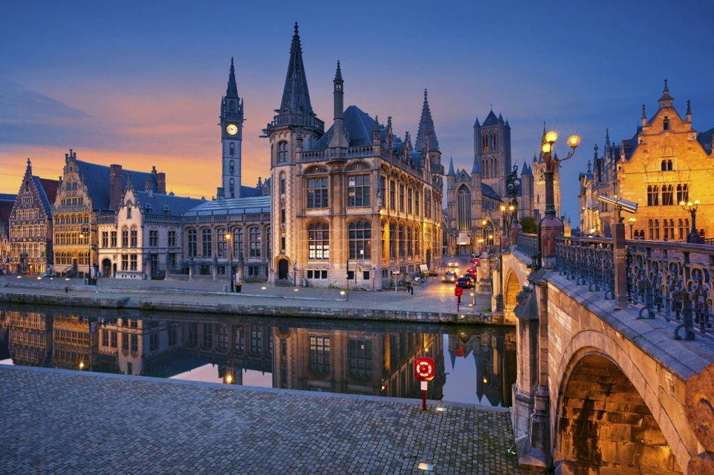 Gent (< 1,5h.) & Bruges (1,5h.)
