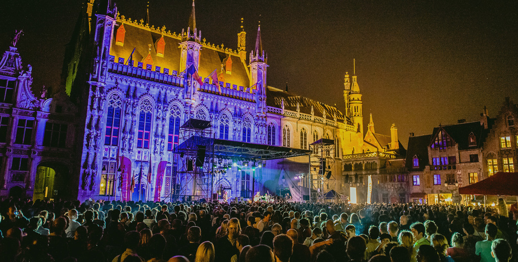Free summer festival on the 'Burg' square