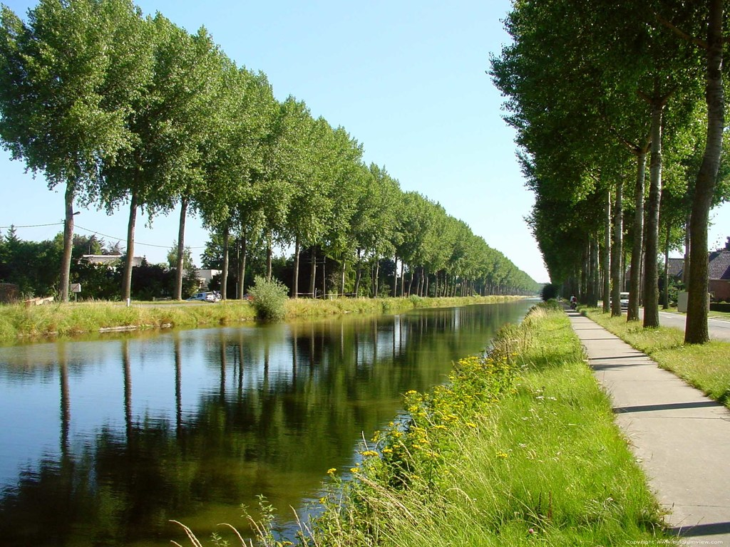Canal between Bruges and Damme, make a wonderful bicycle trip (you can continue until Holland)