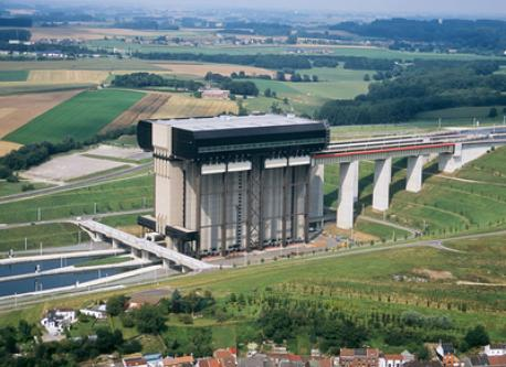 biggest boat lift in the world !!