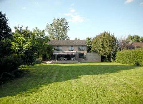 Villa with garden south oriented