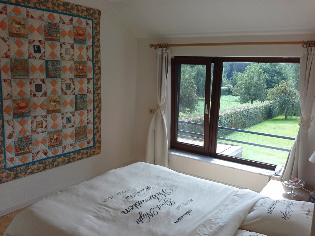 Guest room with Queen size bed, quilt 'Beach and sea'
