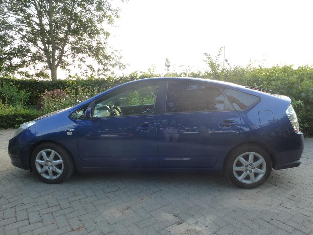Toyota Prius, NHW20 automatic, 5 seats