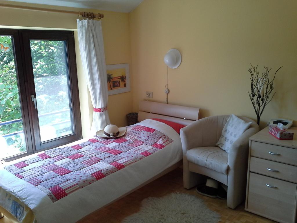 Room Sarah