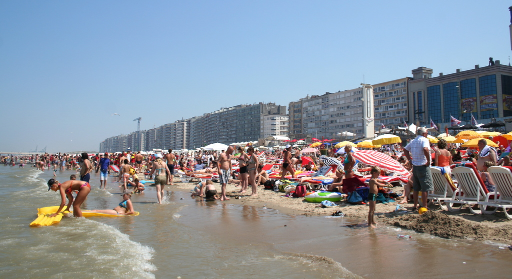 Sandy beaches (crowdy) (25 km)