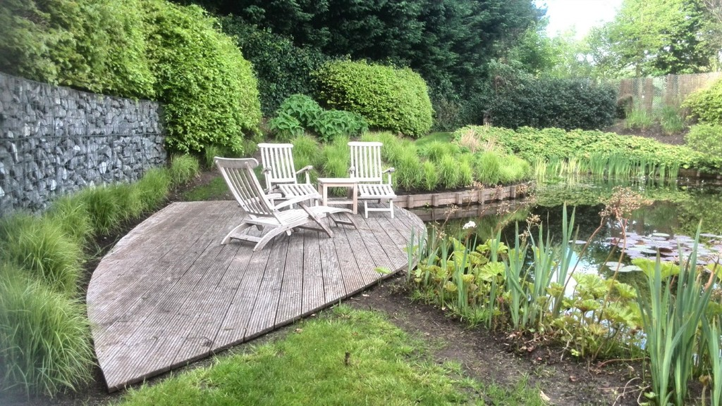 Beautifull house with big garden and pond to relax