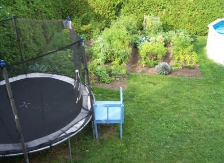 trampoline et potager