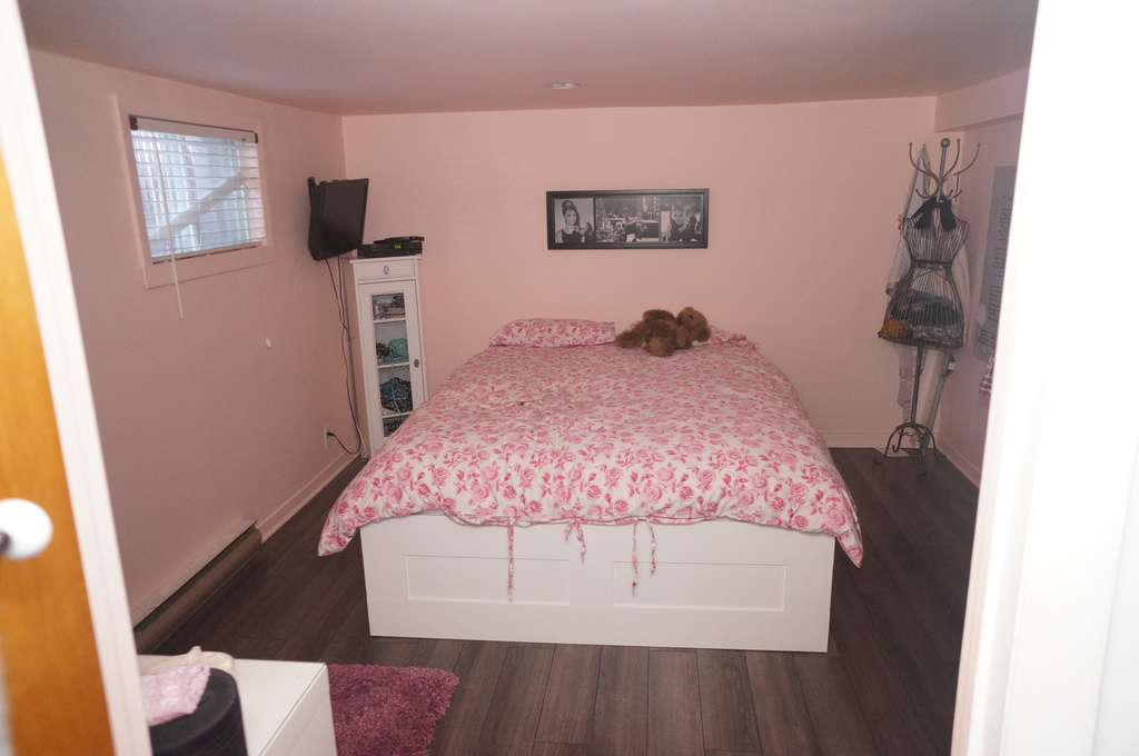 Second bedroom. Yeah, we know, it's pink. :-)
