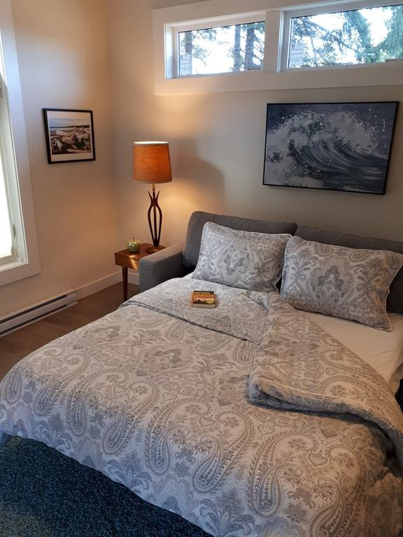 Guest House. Beds in both houses feature very comfortable premium memory foam mattresses.
