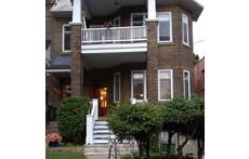 Chaleureuse maison familiale dans un chic quartier de Montréal.