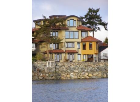 3 bdrm Waterfront home in Sidney by the Sea