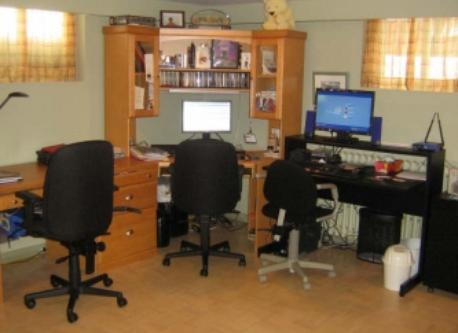 Bureau de travail au sous-sol