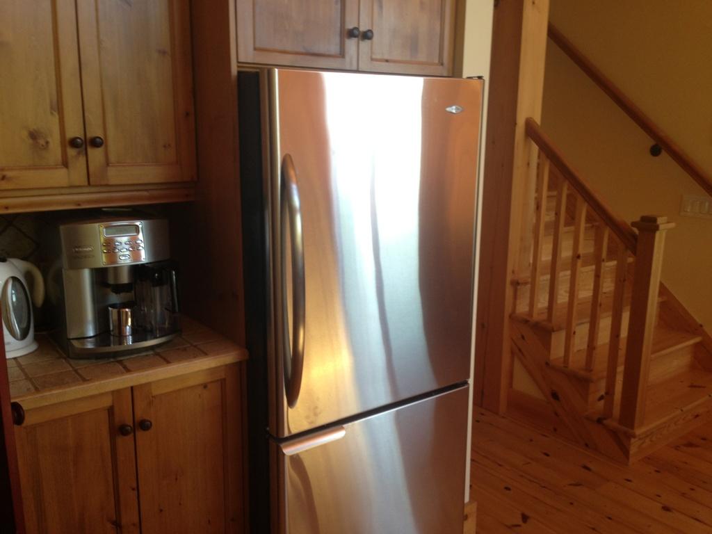 Espace café, frigo dans la cuisine