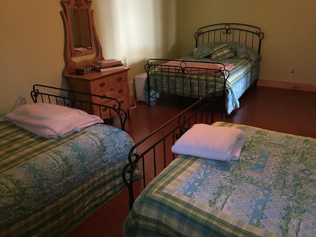 La chambre pour 6 personnes, 3 lits doubles