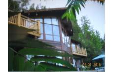maison en montagne à pied d'un centre de ski et un golf