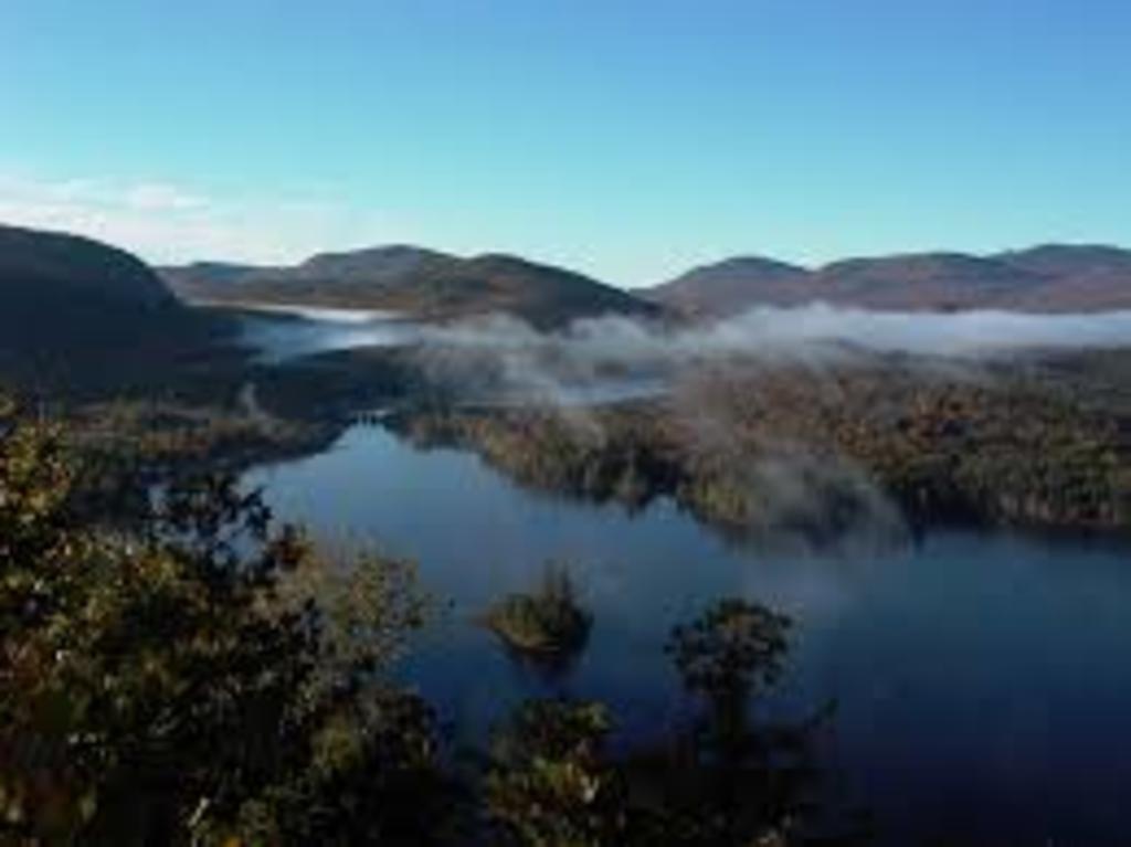 Lac, région des Laurentides