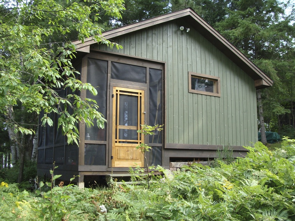 Sleeping cabin by the lake, sleeps 5, double bed, twin bed, bunk beds. Rocking couch on porch