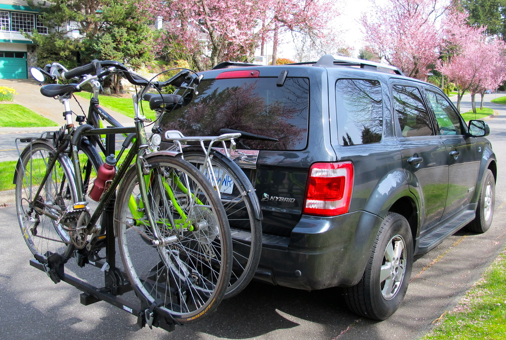 Two hybrid bicycles + gear to help our guests to explore the areas many cycling trails
