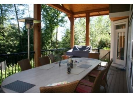 Outside deck and bbq