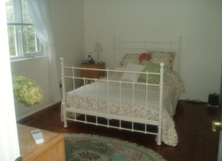 Bedroom w/double bed