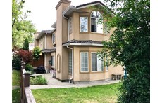 Comfortable, modern 3bdm duplex in vibrant East Vancouver