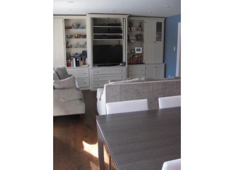 Kitchen and family room / cuisine et salle de famille