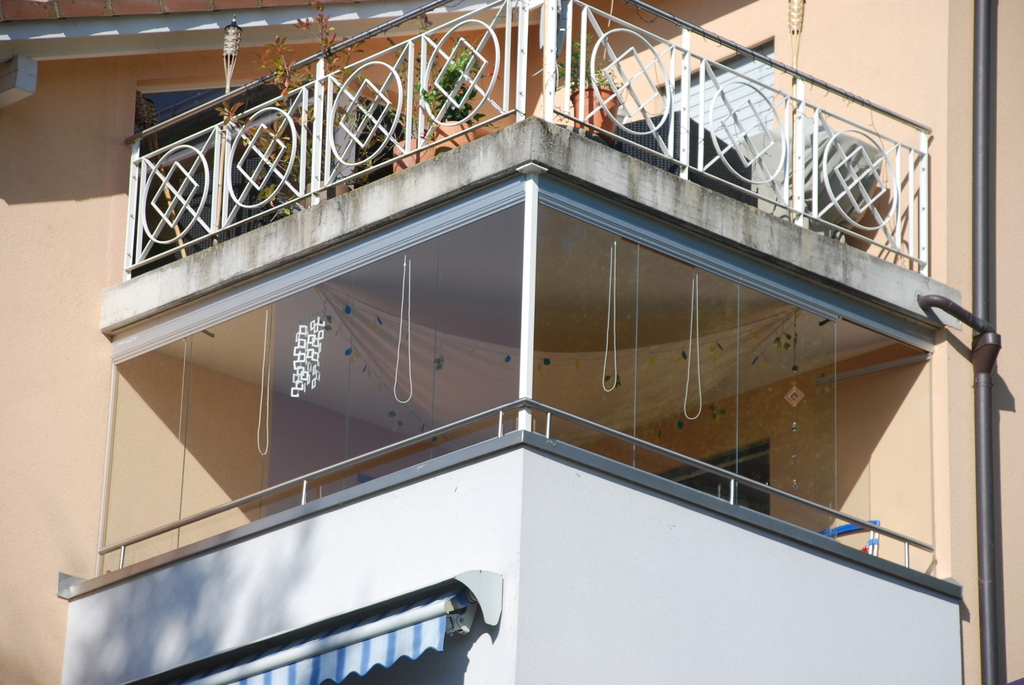 Balcony with removable windows - Balcon avec vitres amovibles
