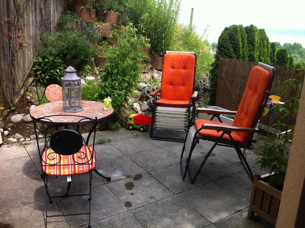 Small terrace - Petite terrasse extérieure