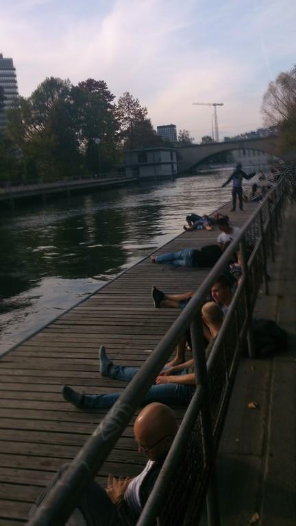 Flussbad und Flanierzone