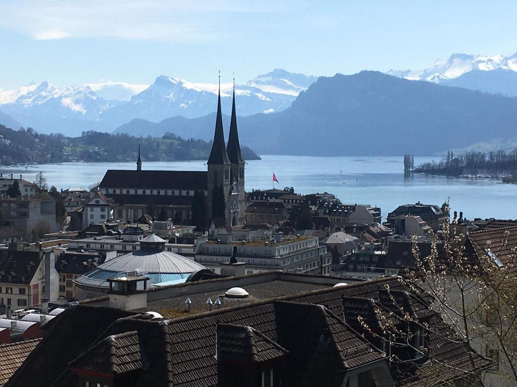 Blick auf Hofkirche, See und Berge / View to the Hofkirche, Lake and montains