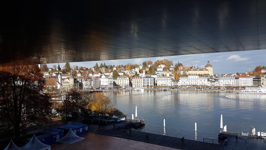Sicht von der Dachterrasse des Kunst- und Kongresshauses