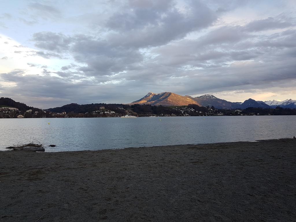 Sicht auf Rigi vom See, Luzern Januar 2018 / View to mount Rigi from Luzern 1/2018