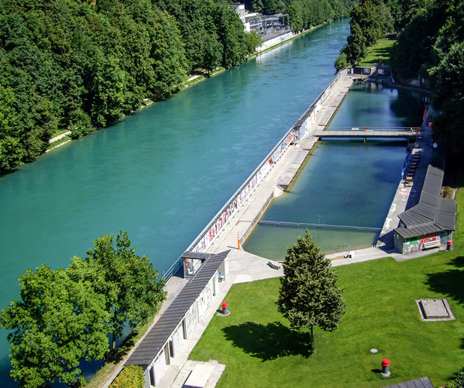 The public swimming pool right on the «Aare» river (5 minutes on foot, free use)