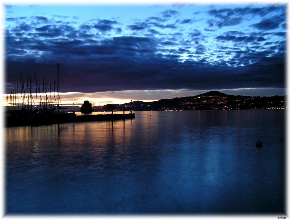 Lac Léman la nuit, Montreux
