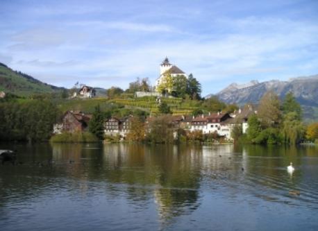 altes Städtchen Werdenberg mit Schloss            old town with the castel