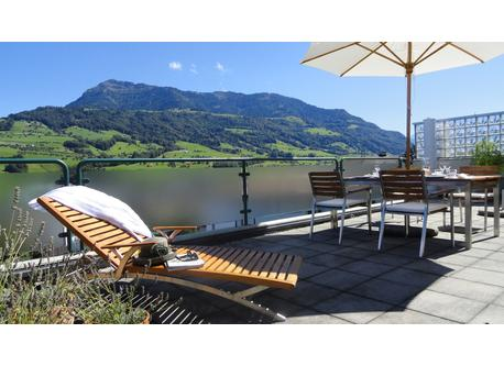 Auf der Dachterrasse mit der Rigi.