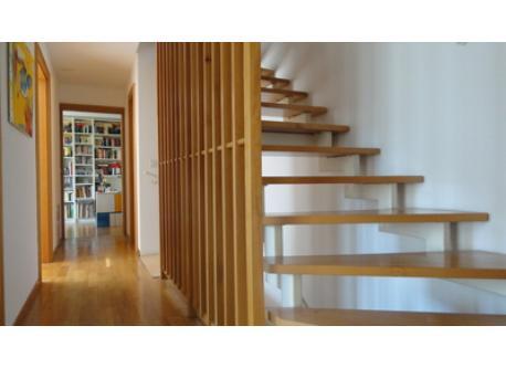 Im Treppenhaus. The stairway.