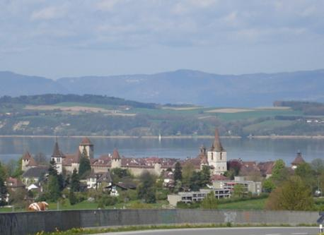 On the roat to Murten (8km away). You see the old city and the lake Murtensee.