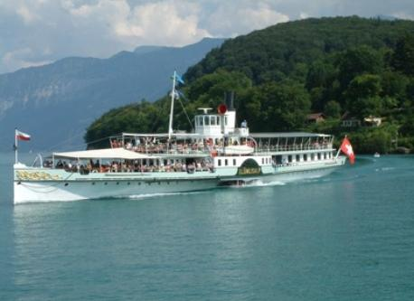 Make a cruise on the lake of Thun