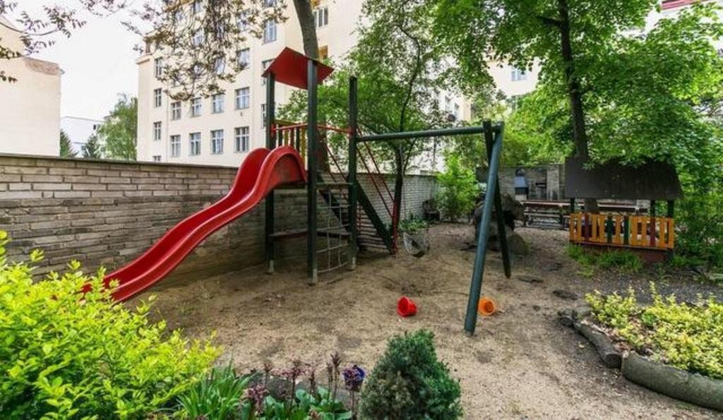 house' garden with little playground