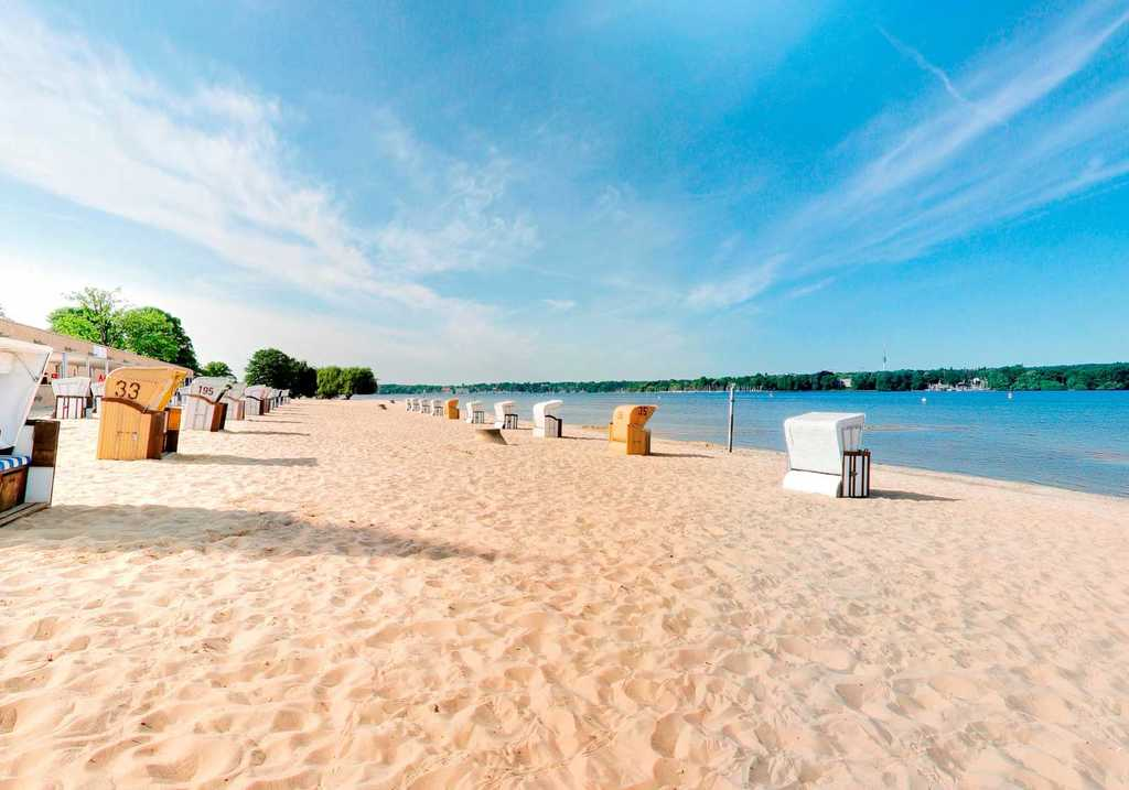 Wannsee beach, 13.5 km, reachable by bike or by train