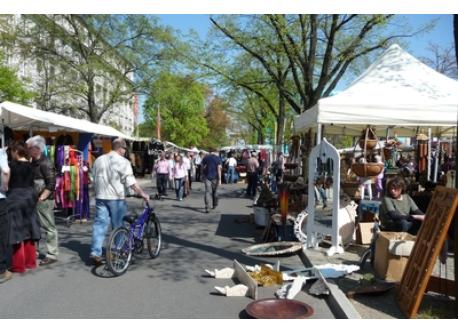 "Flea-market ""Straße des 17. Juni"", every weekend (1.5 km)"