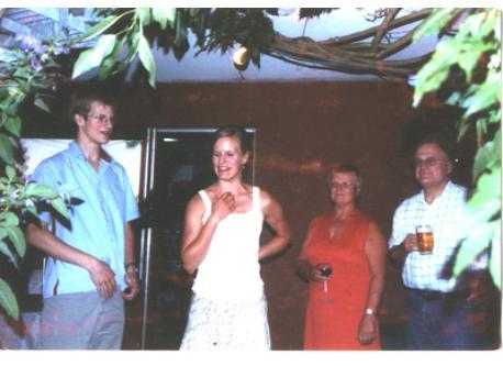 Unsere Familie bei der Feier unserer Silberhochzeit im September 2005 (von links nach rechts: unser Sohn Stephan, unsere Toch...