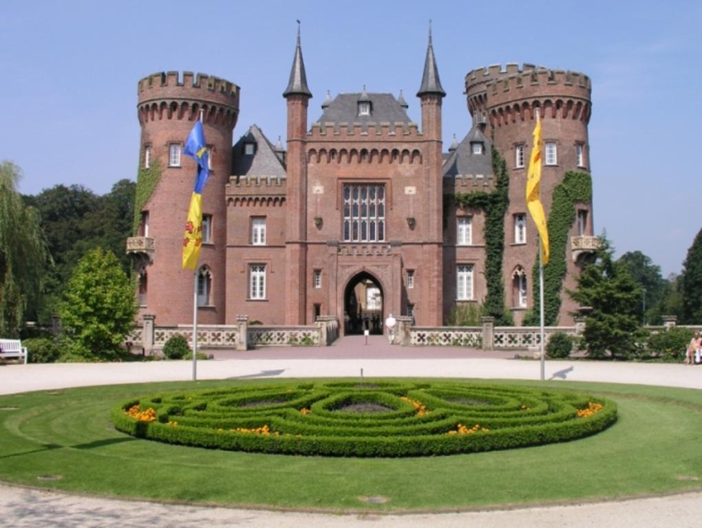 Schloss Moyland 15. minutes