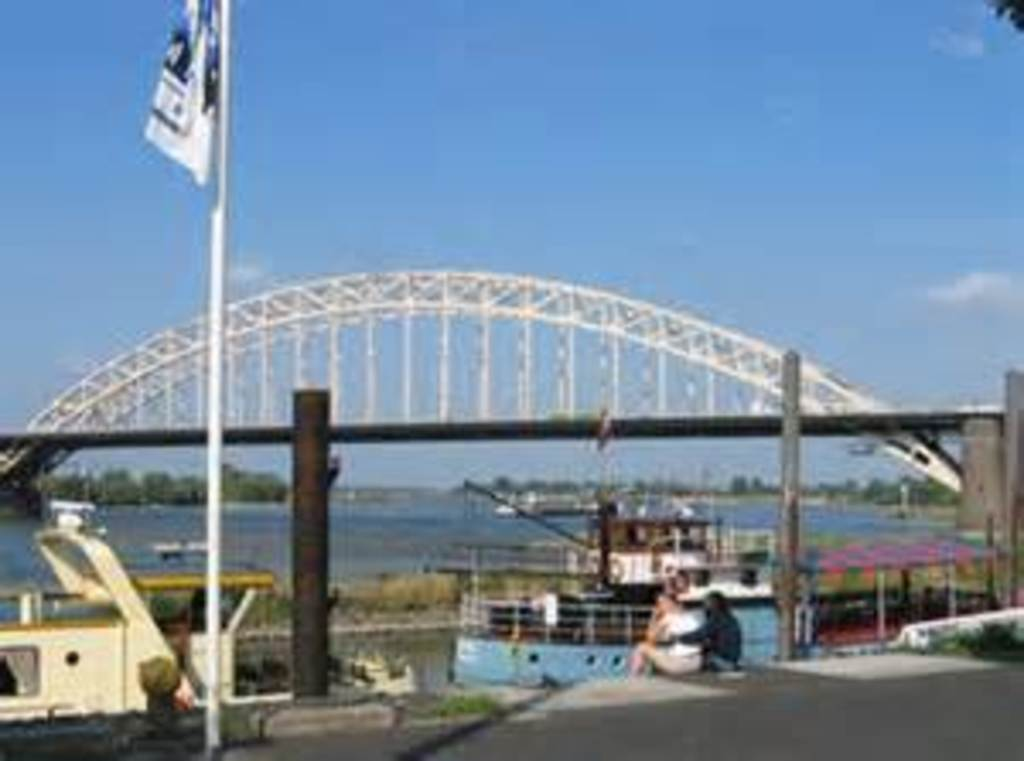 Bridge Nijmegen with boats 15 minutes, very nice city