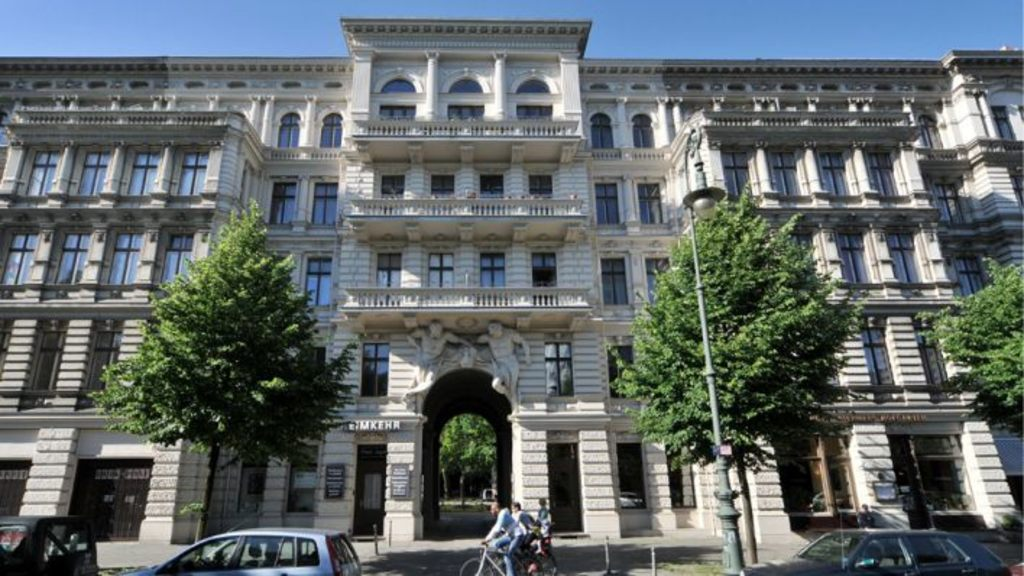 "Main entrance to ""Riehmers Hofgarten""."