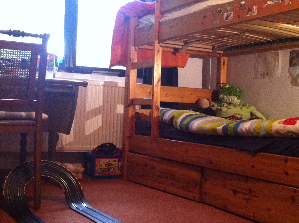 childrens room (bunk bed has turned into single bed + sofa, it's more a teens' room now)